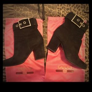 GUCCI BLK SUEDE ANKLE BOOTS W/HOT PINK DUST BAGS